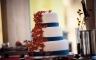 Hochzeitstorte in Rot und Blau